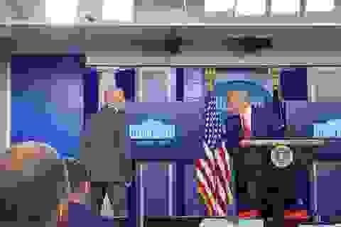 Ông Trump bỏ họp báo giữa chừng vì có nổ súng bên ngoài Nhà Trắng