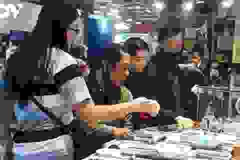 Sắc màu chợ đá quý lớn nhất Đông Nam Á tại thủ đô Jakarta, Indonesia
