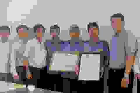 Bộ trưởng GTVT tặng bằng khen nhân viên đường sắt cứu người