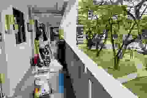 Covid-19: Nữ sinh 21 tuổi tình nguyện đi phát thực phẩm cho người nghèo