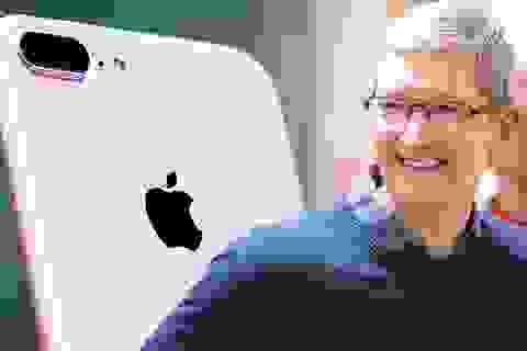 """Sau gần một thập kỷ """"bán iPhone"""", Tim Cook chính thức trở thành tỷ phú"""
