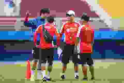 HLV Chung Hae Seong lần đầu trở lại sân tập sau khi tái hợp CLB TPHCM