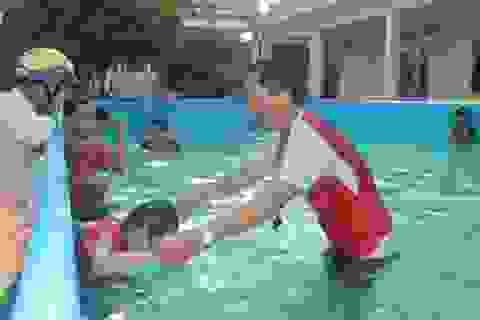 Thầy giáo 8X vay tiền xây dựng bể dạy bơi cho học sinh Sóc Trăng