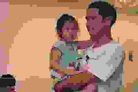 Phản ứng của Hồ Hoài Anh khi bị con gái 4 tuổi trách móc, hờn dỗi