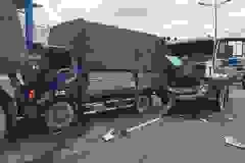 Cầu vượt Thủ Đức bị phong tỏa gần 3 giờ vì tai nạn liên hoàn