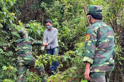 Sợ bị cách ly, tìm cách vượt biên giới trái phép về Việt Nam