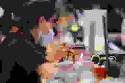 Giá vàng tiếp tục sụt giảm, lo sợ một đợt bán tháo mới