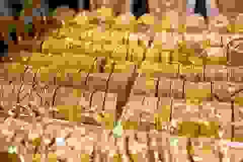 """Từng khinh thường vàng, huyền thoại nước Mỹ giờ lại """"đổ tiền"""" vào vàng"""