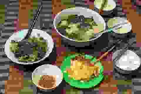 Xót lòng nhìn bữa cơm canh rau dại của lao động nghèo kẹt ở Đà Nẵng