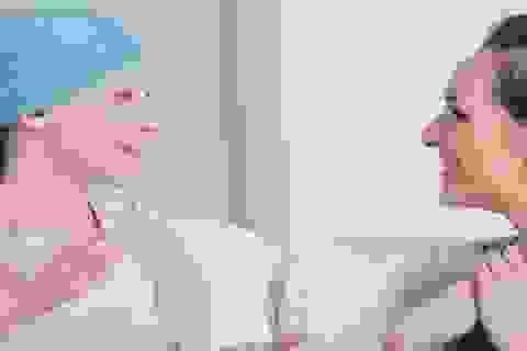 Trò chuyện với người bệnh ung thư