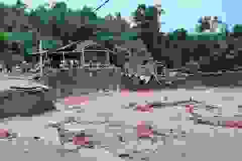 Di dời khẩn cấp hàng chục hộ dân do ảnh hưởng mưa lũ