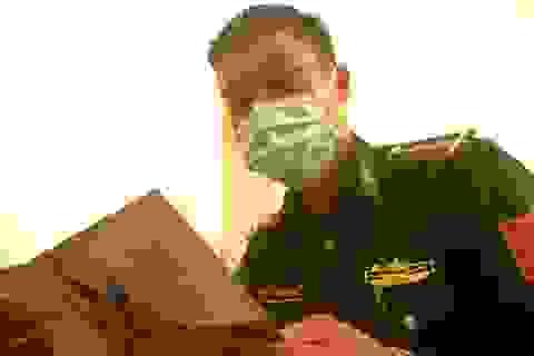 Lính quân hàm xanh hoãn cưới bám chốt chống dịch