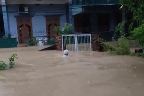 Nhiều tuyến phố Hạ Long chìm trong biển nước