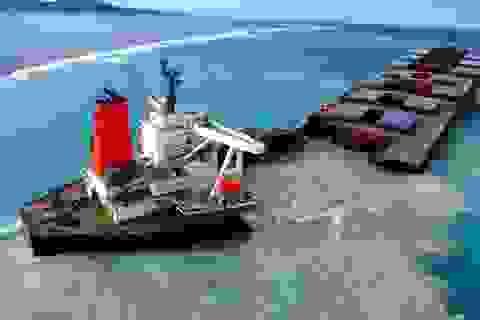 Tàu chở dầu Nhật Bản vỡ làm đôi trên biển