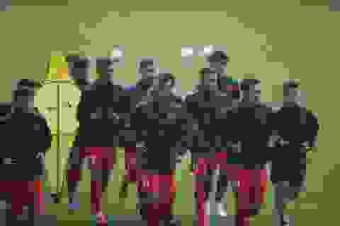 HLV Park Hang Seo chỉ đạo gần 50 cầu thủ tập dưới mưa