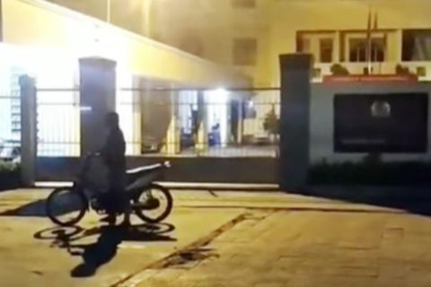 Thiếu niên rú ga, nẹt pô xe inh ỏi trước trụ sở CSGT