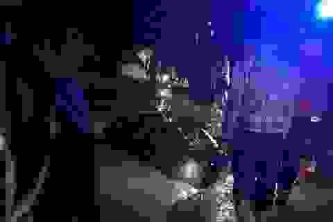 Ô tô bị nước cuốn trôi, 2 mẹ con tử vong trong xe