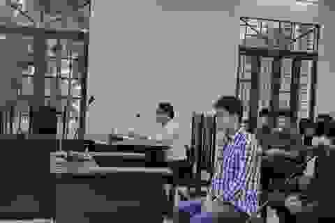 Nước mắt trong phiên tòa xử cha dượng bạo hành
