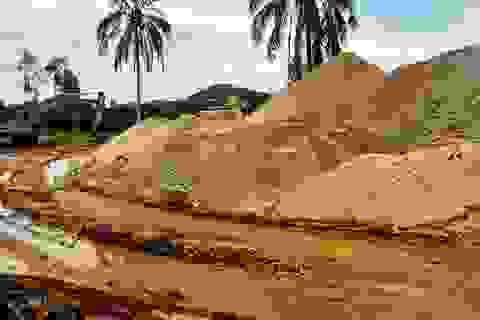 Xử lý trách nhiệm vụ xã giao trưởng thôn quản lý mỏ cát, thu phí trái phép