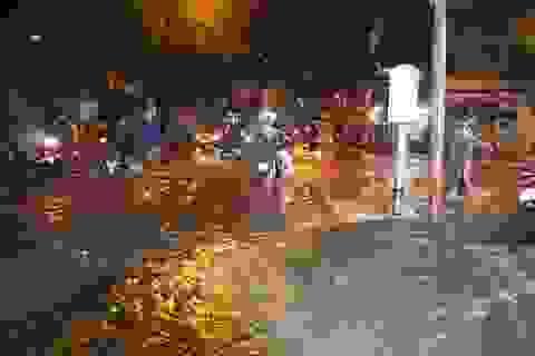 Sau cơn mưa như trút, phía đông Sài Gòn chìm trong biển nước