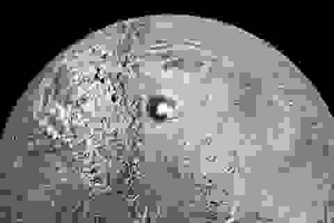 Căn cứ của người ngoài hành tinh được phát hiện trên hành tinh Lapetus ở sao Thổ