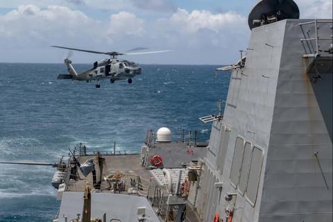 Trung Quốc cảnh báo cứng rắn khi Mỹ điều tàu chiến qua eo biển Đài Loan