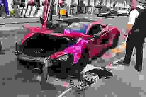 Siêu xe McLaren màu hồng tan nát sau va chạm với xe Volkswagen