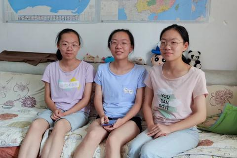 Trung Quốc: Chị em sinh ba trúng tuyển cùng trường đại học