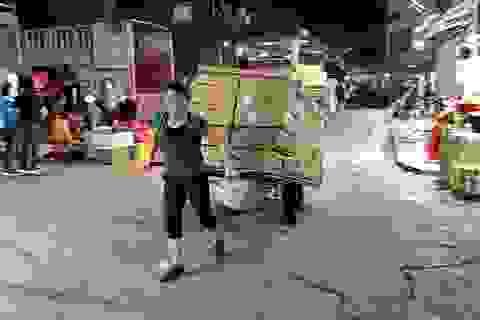 Đêm trắng của nữ cửu vạn ở chợ Long Biên