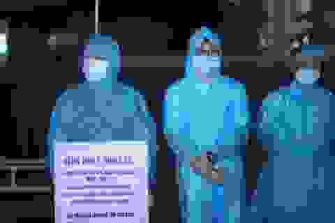 Hình ảnh đóng cửa Bệnh viện E sau khi ghi nhận ca mắc Covid-19