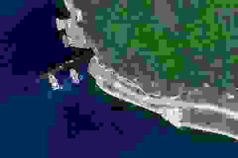 Tàu ngầm Trung Quốc nghi xuất hiện ở cửa hang bí ẩn trên Biển Đông