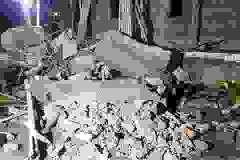 Sập rìa mái nhà đang thi công, 2 người tử vong