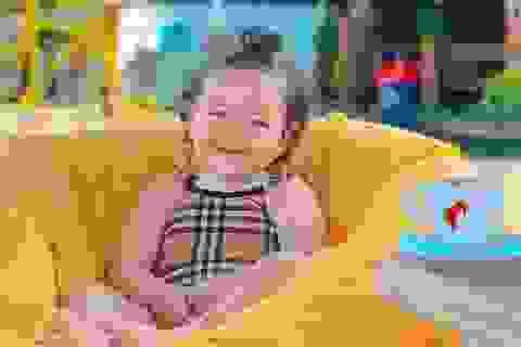 Tủ đồ hàng hiệu của bé 17 tháng tuổi khiến cộng đồng mạng sửng sốt