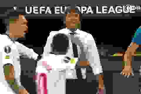 Bị cầu thủ Sevilla chế nhạo, HLV Conte bốc hỏa, suýt lao vào ẩu đả