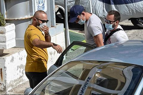 Hé lộ nguyên nhân đội trưởng Man Utd bị cảnh sát bắt