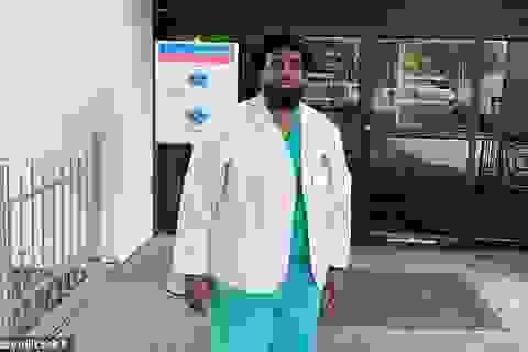 Nhân viên bảo vệ trở thành sinh viên y dược, tham gia chống dịch Covid-19