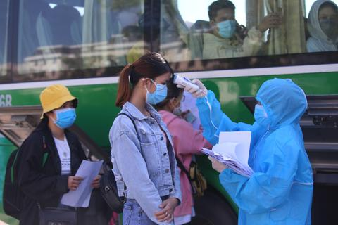 """Đưa người lao động Quảng Ngãi bị """"mắc kẹt"""" ở Đà Nẵng về quê"""