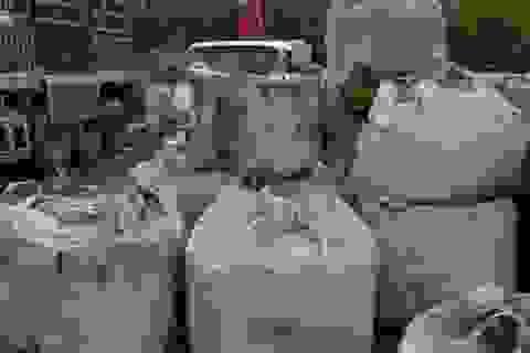 Vụ đổ hàng chục tấn chất thải lạ: Đơn vị đổ thải nói gì?