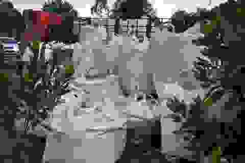 Hàng chục tấn chất thải lạ được chở từ Ninh Bình đổ vào Thanh Hoá