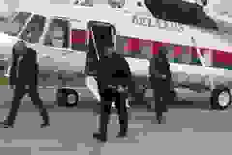 Video Tổng thống Belarus mang súng trường gây chú ý giữa lúc biểu tình