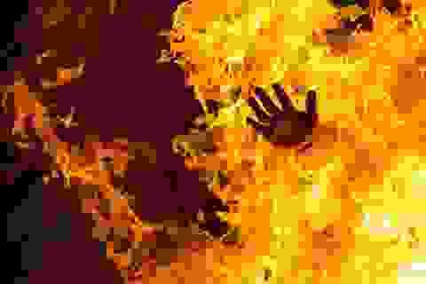 Người phụ nữ bị chồng đổ xăng lên người đốt đã tử vong