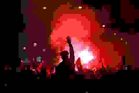 Cổ động viên PSG tức giận khi đội nhà bại trận trước Bayern Munich