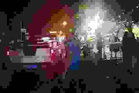 Mâu thuẫn giữa 2 nữ tiếp viên, hơn 20 người hỗn chiến trên phố