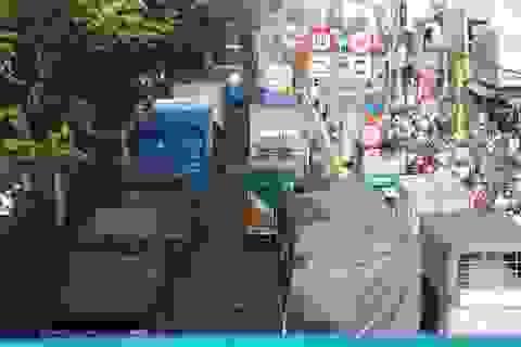 """3 xe """"dồn toa"""" trên quốc lộ, cửa ngõ Sài Gòn ùn tắc hơn 5km"""