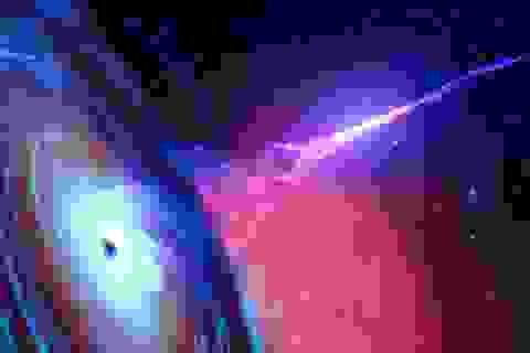 Lý giải chùm sáng đầy bí ẩn phát ra từ hố đen vũ trụ