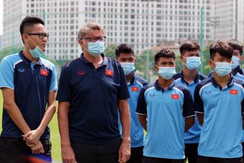 """HLV Troussier: """"Việt Nam cần luồng gió mới để tranh vé World Cup 2026"""""""