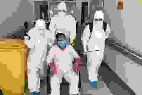 Bệnh viện Trung ương Huế chữa khỏi 3 ca Covid-19 có bệnh nền nặng