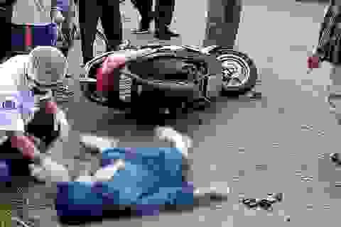 Người phụ nữ đi xe máy tử vong sau tiếng nổ từ đám cháy bên đường