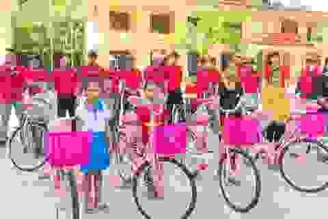 Tặng 50 chiếc xe đạp cho học sinh nghèo trước thềm năm học mới