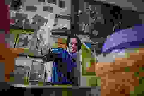 """Chàng """"nghệ sĩ"""" bán bánh tráng trộn thu nhập 20 triệu đồng/tháng"""